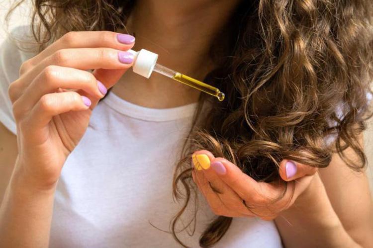 Ủ tóc với dầu nóng