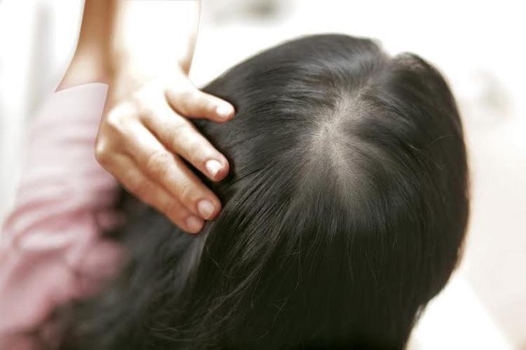 Xả tóc với tinh dầu