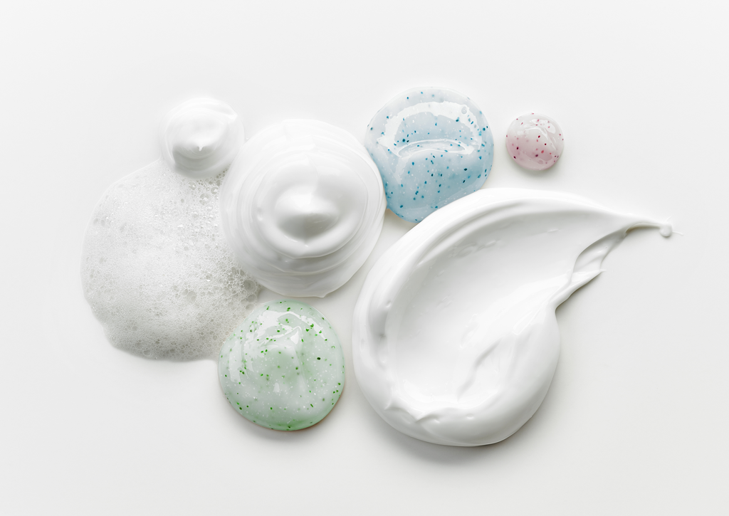 Khi chọn kem dưỡng trắng da mặt nói riêng hay mỹ phẩm nói chung, cần lưu ý đến nguyên liệu và hoạt chất