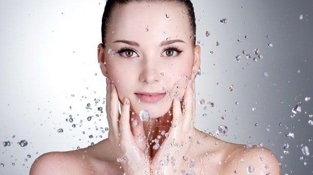 giữ ẩm cho da bằng máy đi tinh chất