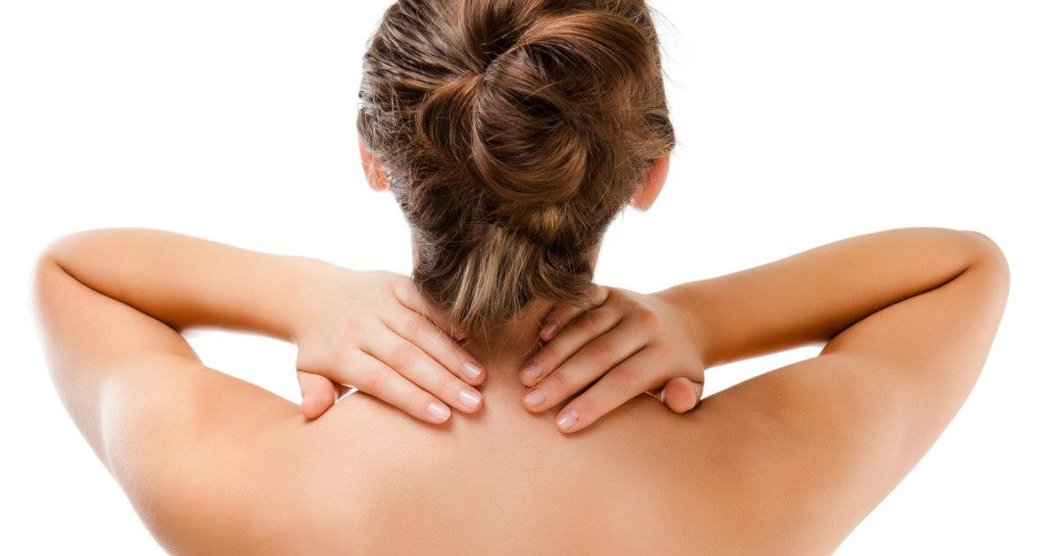 massage giúp các dưỡng chất trong kem dưỡng da vùng cổ được thẩm thấu nhanh