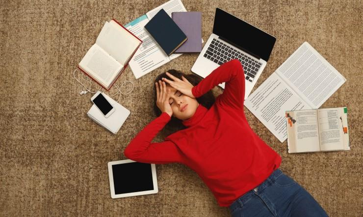 Rụng tóc đỉnh đầu do căng thẳng stress thay đổi nội tiết tố