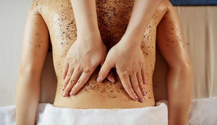 Tẩy tế bào da chết vùng lưng thường xuyên ngăn ngừa và trị mụn hiệu quả