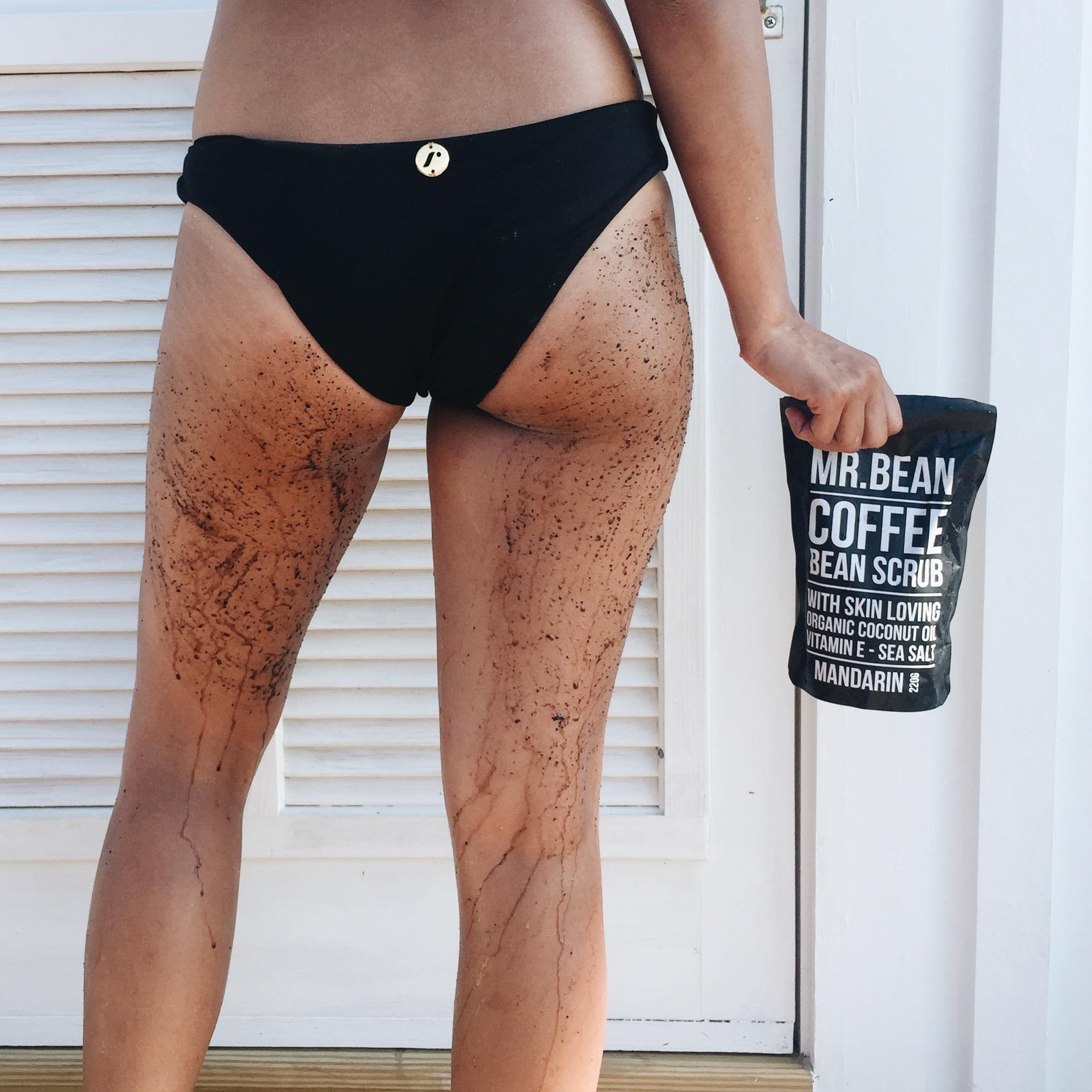 Dưỡng trắng da bị thâm và tẩy tế bào chết với bã cà phê