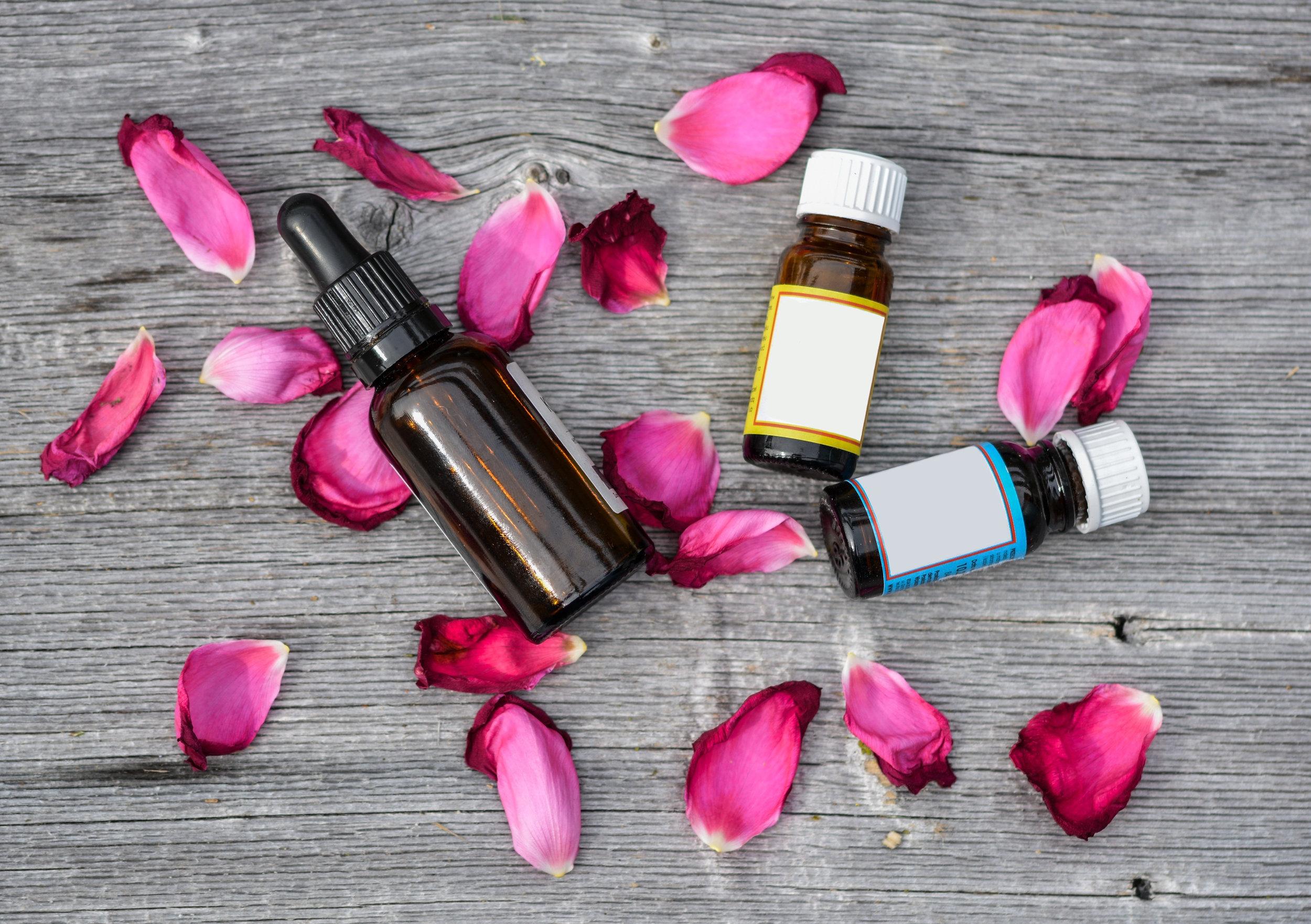 Da dầu mụn nhạy cảm nên chú ý tránh chất tạo mùi và tạo màu