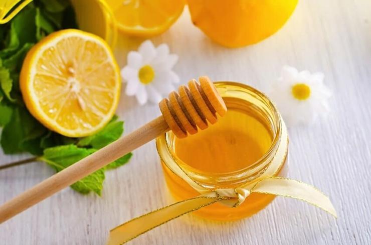 chanh và mật ong trị mụn