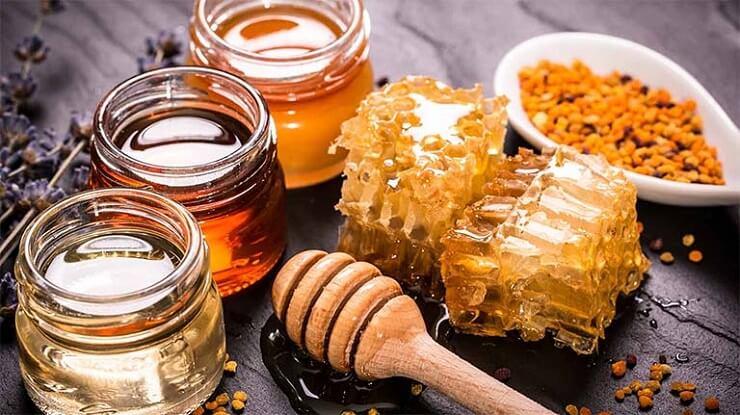 Cách trị thâm mụn bằng mật ong và nghệ cho da dầu