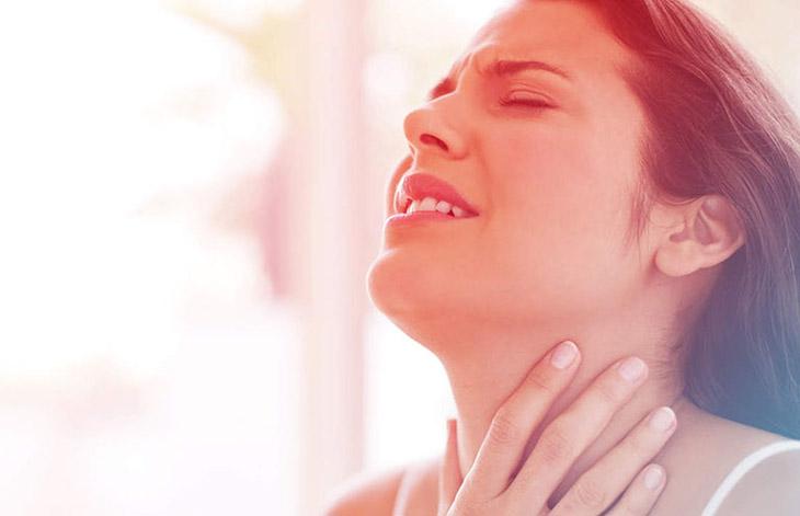 Mật ong bạc hà trị đau họng