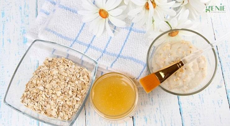 Mật ong và bột yến mạch giúp làm mịn da chân