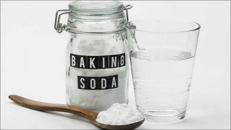Cách trị thâm nách với baking soda và nước lọc