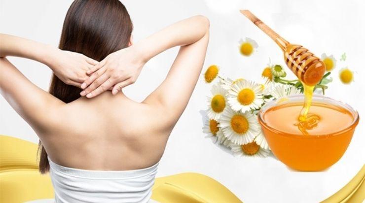 Cách dưỡng trắng da vùng lưng với đậu đỏ và mật ong