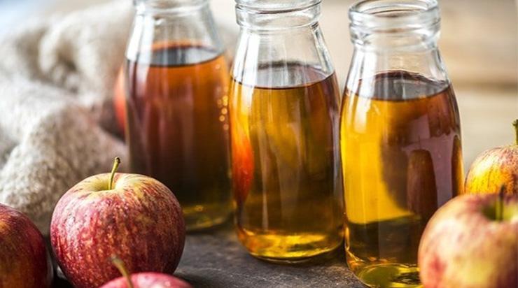 Cách làm sạch mụn cho nam giới bằng giấm táo